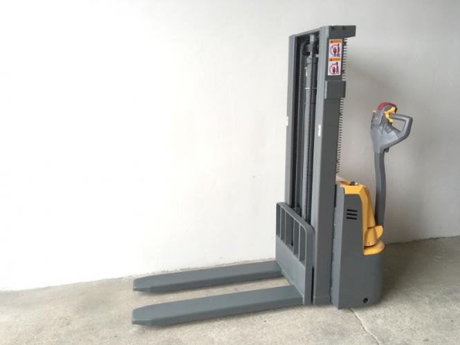 Nový elektrický vysokozdvižný vozík CDD10R-E1025