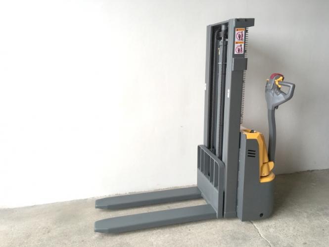 Nový elektrický vysokozdvižný vozík EMF12/25 - cena na dotaz