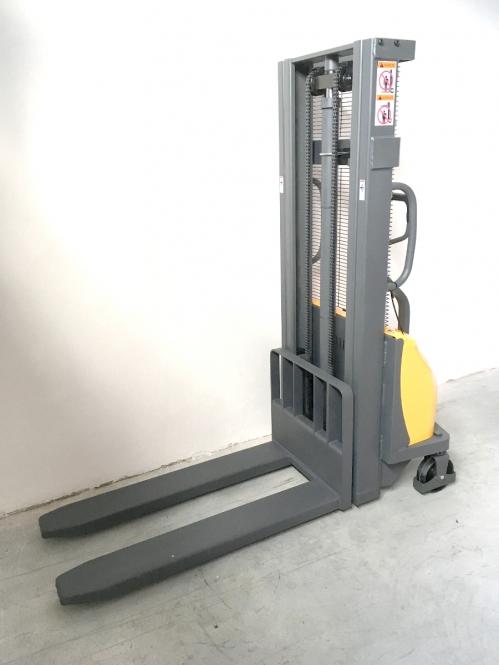 Nový poloelektrický vysokozdvižný vozík EMFP10/25
