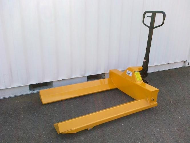 Nový paletový vozík M965 - na role, 1000 kg